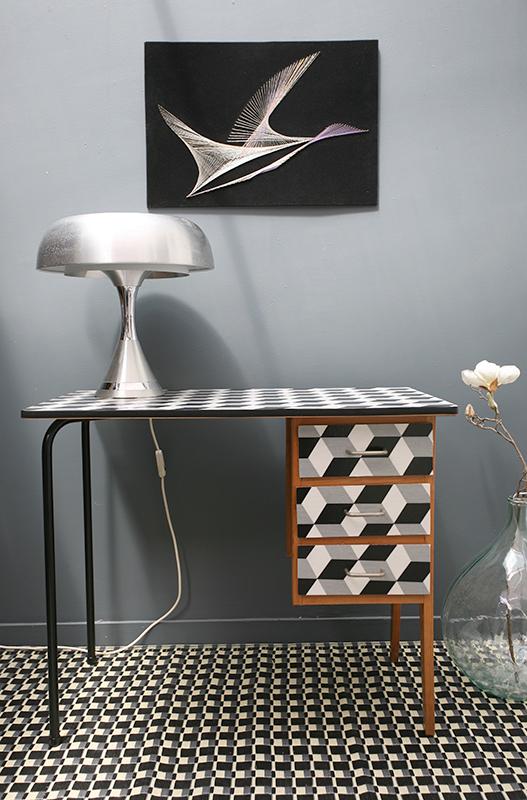 bureau scolaire black white la mauvaise r putation. Black Bedroom Furniture Sets. Home Design Ideas
