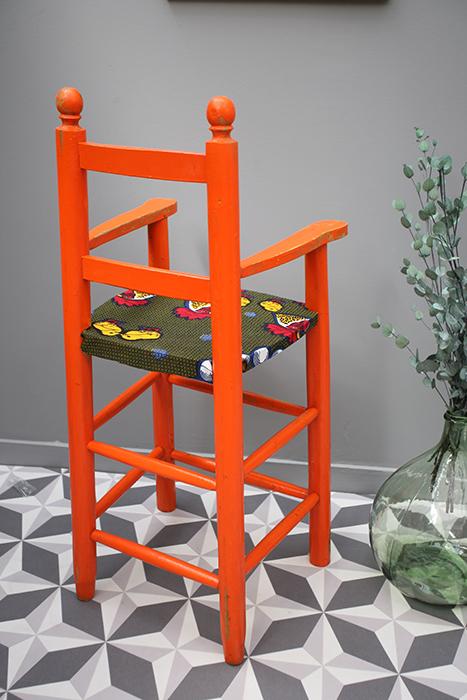 chaise haute orange la mauvaise r putation. Black Bedroom Furniture Sets. Home Design Ideas