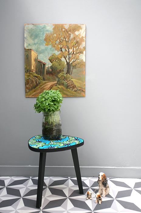 table tripode boucle d or 30 cm fleurs bleues la. Black Bedroom Furniture Sets. Home Design Ideas