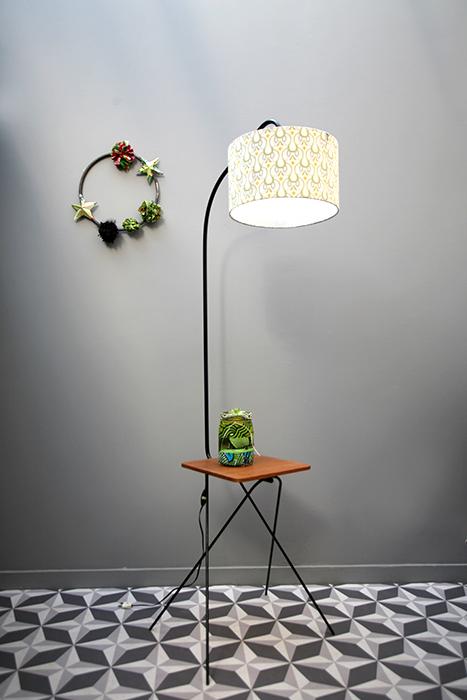 lampadaire tablette bois et m tal la mauvaise r putation. Black Bedroom Furniture Sets. Home Design Ideas