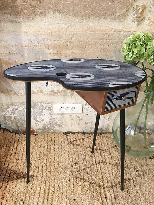 table d appoint hirondelles la mauvaise r putation. Black Bedroom Furniture Sets. Home Design Ideas