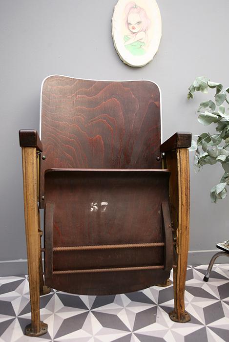 fauteuil de th tre en bois la mauvaise r putation. Black Bedroom Furniture Sets. Home Design Ideas