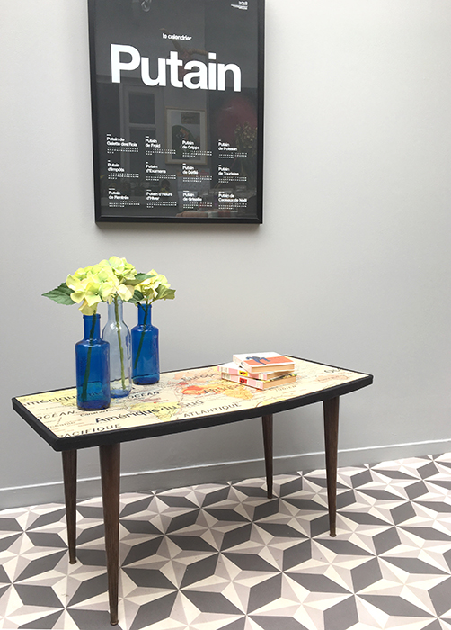 table basse carte la mauvaise r putation. Black Bedroom Furniture Sets. Home Design Ideas
