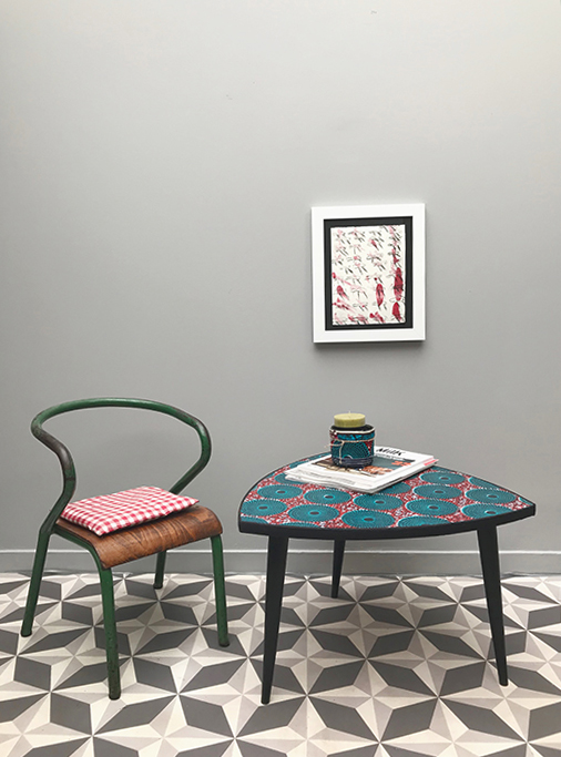 table tripode cercles turquoises la mauvaise r putation. Black Bedroom Furniture Sets. Home Design Ideas
